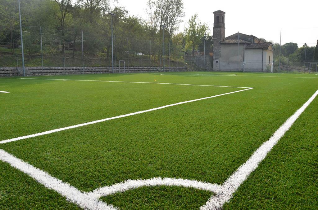 Realizzazione di campi da calcio a in erba sintetica