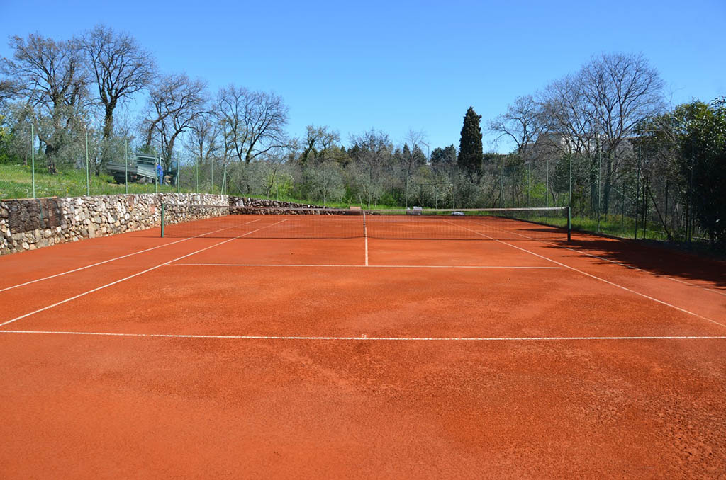 Realizzazione campi da tennis in terra rossa