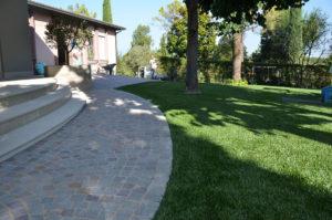 Giardini in erba sintetica a Peschiera, Verona